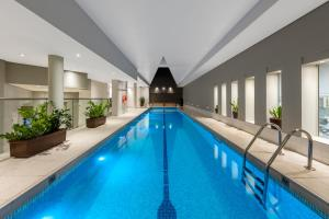 The swimming pool at or close to Radisson Blu Plaza Hotel Sydney