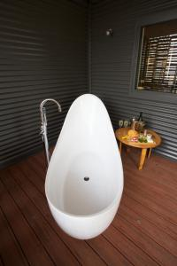 A bathroom at Feathertop Winery