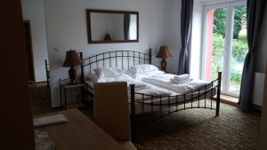 A bed or beds in a room at Hotel BouCZECH