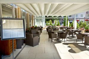 Ein Restaurant oder anderes Speiselokal in der Unterkunft Apollo Hotel Bratislava