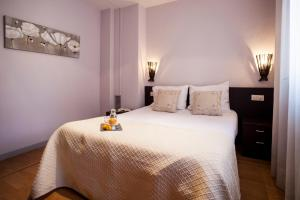 A bed or beds in a room at Short Stay Group Camp Nou Serviced Apartments