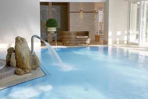 Der Swimmingpool an oder in der Nähe von Mühlbach Thermal Spa & Romantik Hotel