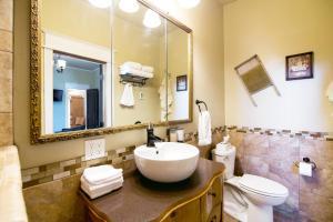 A bathroom at Brew House Boarding