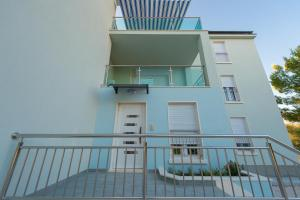 A balcony or terrace at Blue Sky Apartments