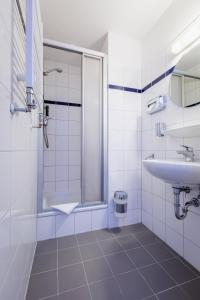 A bathroom at a&o Hamburg Hauptbahnhof