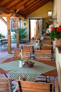 Ein Restaurant oder anderes Speiselokal in der Unterkunft Bloberger Hof