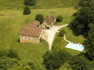 A bird's-eye view of Pretty Mansion in Aquitaine with Swimming Pool