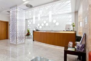 El vestíbulo o zona de recepción de Hotel Porcel Sabica