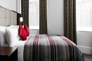 A room at The Grand at Trafalgar Square