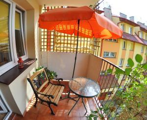 Patio lub wspólna przestrzeń na świeżym powietrzu w obiekcie Cozy apartment in Tarnów