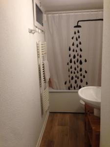 Salle de bains dans l'établissement Val des thermes - Hyper-centre AX
