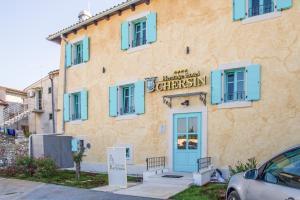 Eine Fassade oder ein Eingang zu Heritage Hotel Chersin
