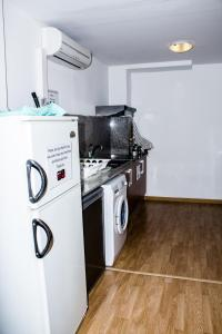 A kitchen or kitchenette at Cool & Chic Hostel