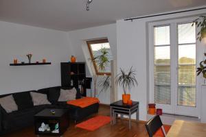 Лаундж или бар в Sunny Two-story Apartment Kyje