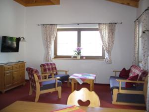 Lounge oder Bar in der Unterkunft Ferienwohnung Marlene