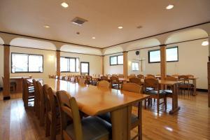 A restaurant or other place to eat at Minshuku Yoshinoya