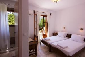 Ένα ή περισσότερα κρεβάτια σε δωμάτιο στο Naftilos Skiathos
