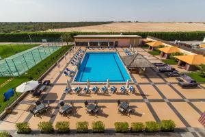 منظر المسبح في فندق ويسترن غياثي  او بالجوار