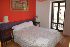A bed or beds in a room at Apartamentos Zaragoza Coso