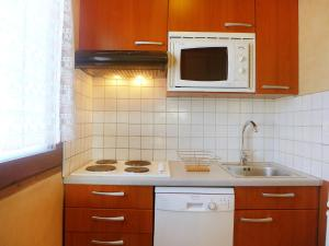 A kitchen or kitchenette at Apartment Les Pistes-1
