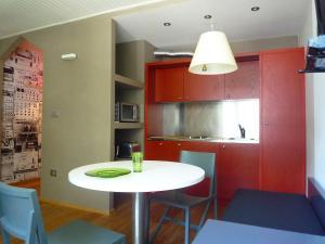 A kitchen or kitchenette at Studio L'Aiguille du Midi-5