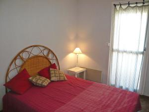 A bed or beds in a room at Apartment Maisons sur la Plage
