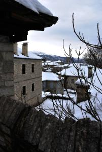 Gaia Guesthouse בחורף