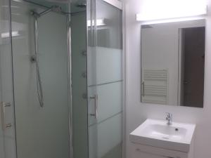 A bathroom at Apartment mille sabords