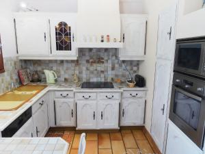 A kitchen or kitchenette at Holiday Home Domaine de Saint Martin