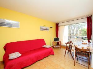A seating area at Apartment Le Lagon Bleu-1