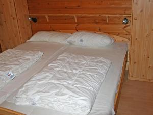 Ein Bett oder Betten in einem Zimmer der Unterkunft Holiday Home Arolsen-Twistesee.3