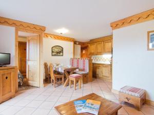 A seating area at Apartment Les Alpages de Reberty