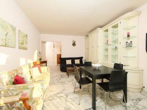 The lounge or bar area at Apartment Presqu'Ile
