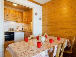 A kitchen or kitchenette at Apartment Les Origanes-7