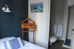 A bunk bed or bunk beds in a room at Le temps qu'il faut