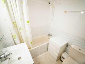 A bathroom at Apartment Edificio Mediterranea II