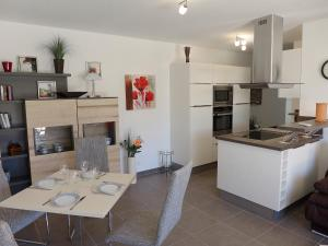 A kitchen or kitchenette at Apartment Cap Marine