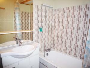 A bathroom at Apartment Les Evettes