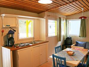 Küche/Küchenzeile in der Unterkunft Holiday Home Geesthof.3