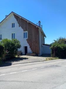 The facade or entrance of Le Grand clos