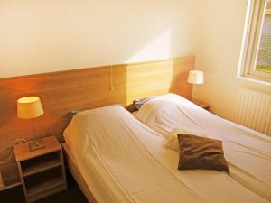 A bed or beds in a room at Holiday Home Middelharnis-3