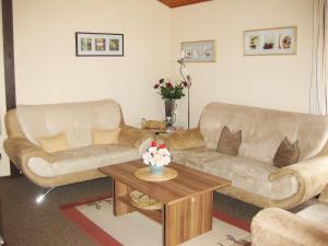 Ein Sitzbereich in der Unterkunft Holiday Home Ferienpark Ronshausen-3