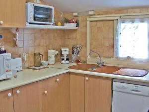 A kitchen or kitchenette at Holiday Home L'Hacienda