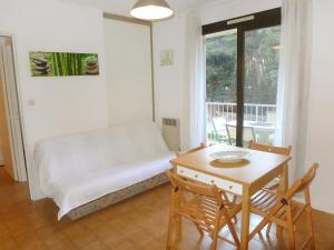A seating area at Apartment le Verdon-1