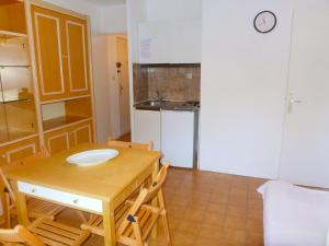 A kitchen or kitchenette at Apartment le Verdon-1