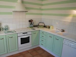 A kitchen or kitchenette at Holiday Home Clos Saint Joseph
