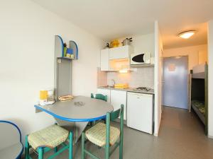 A kitchen or kitchenette at Apartment Copacabana-2