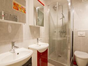 A bathroom at Apartment Mirabeau