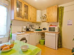 A kitchen or kitchenette at Apartment Mirabeau