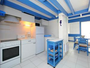 A kitchen or kitchenette at Holiday Home LES CARAVELLES